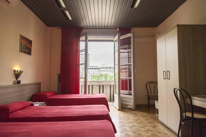 stanza 4 (piazza duca d'aosta) con doccia privato