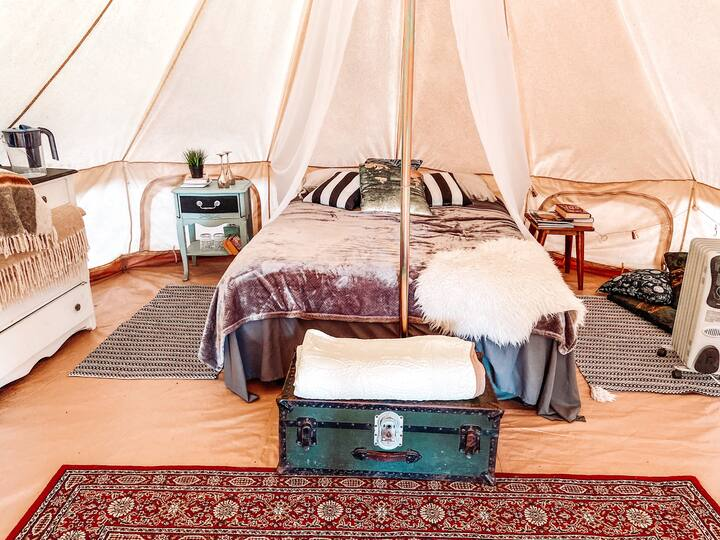 Glamping tent at a 45 acre farm - real queen bed!