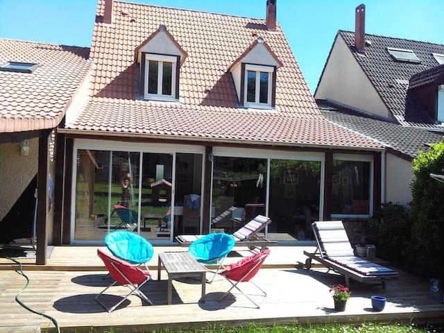 Pavillon en bordure de bois - Menucourt - House