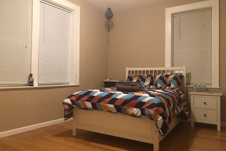 Spacious room in Orange close to train to NYC!