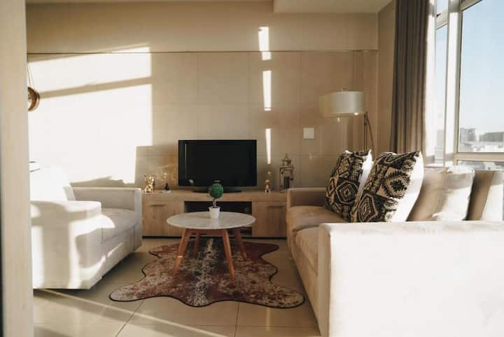 Central Sandton Apartment with 5G WiFi + City View