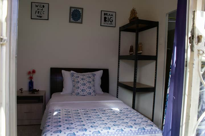 Small room, best location, close to Poblado!!!