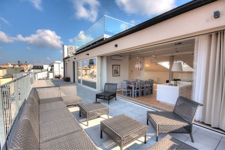 Glamour Excellent G 5-Bedrooms, Terrace (Old Town)