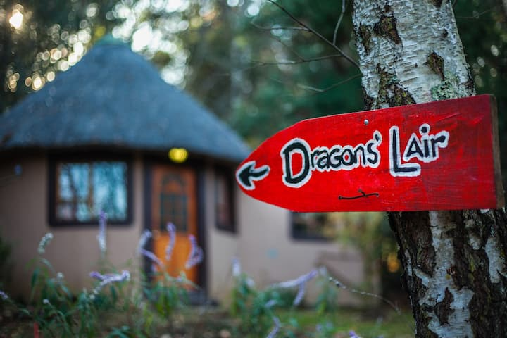 Dragons Lair - Self-Catering Rondavel - Striders