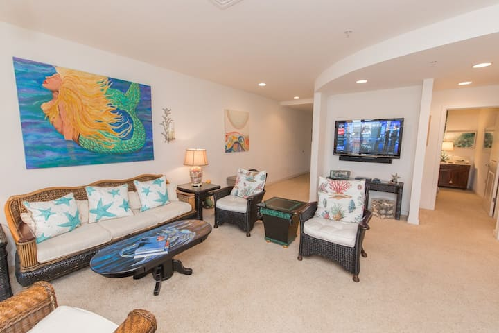 B424 Mermaid's Lair: Unique Nautical Items and Artwork Adorn This Three Bedroom Courtyard Unit
