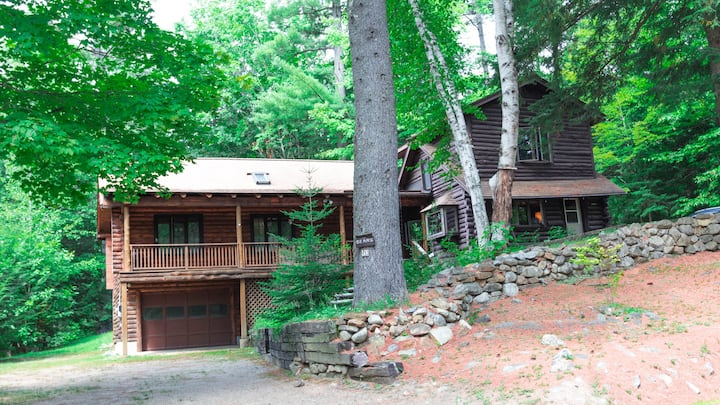 Large and lovely mountain cabin near North Conway