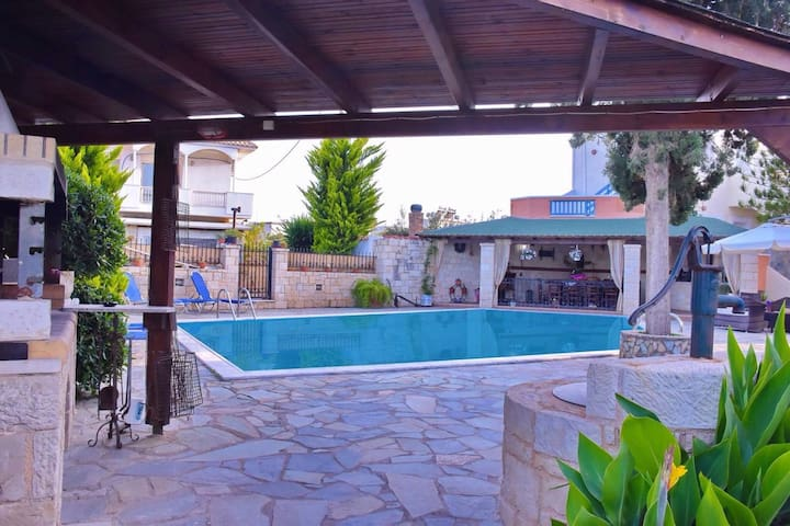 Tonia Apartments with Swimming Pool I