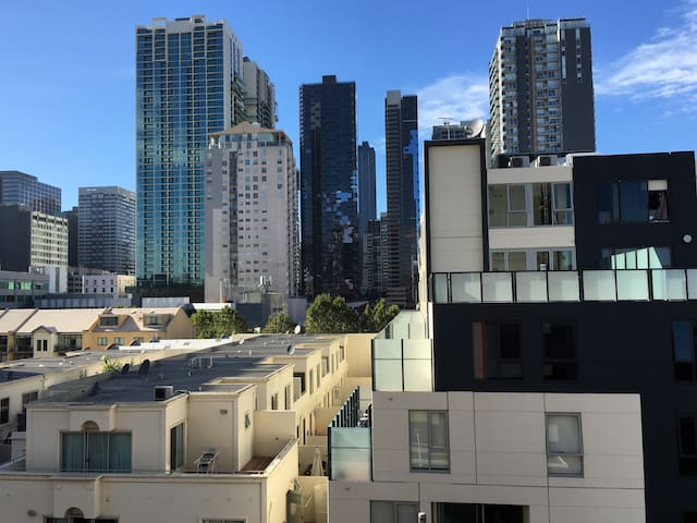 Spacious apartment on the fringe of Melbourne CBD - West Melbourne - Apartment