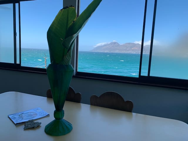 Inspiring sea VIEW in coolest neighborhood Kalkbay