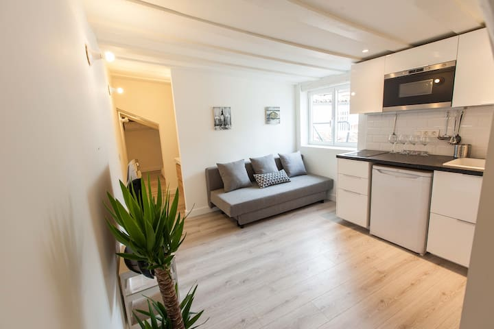 Lovely & Bright, Central Apartment