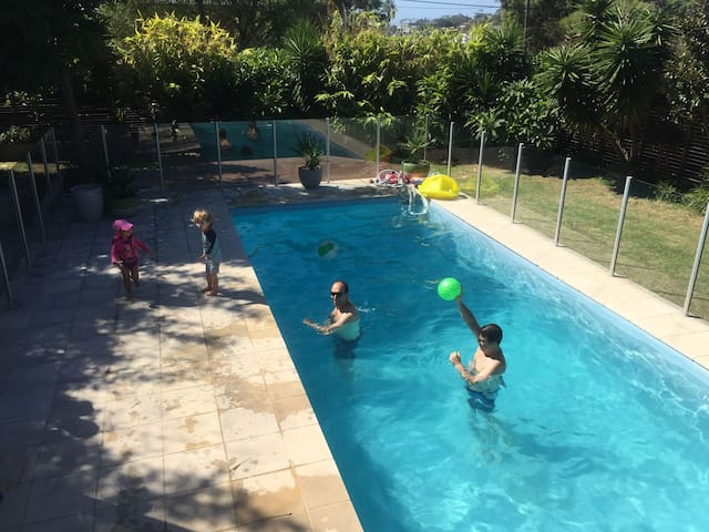 Large family house + pool. Walk to Dee Why beach.