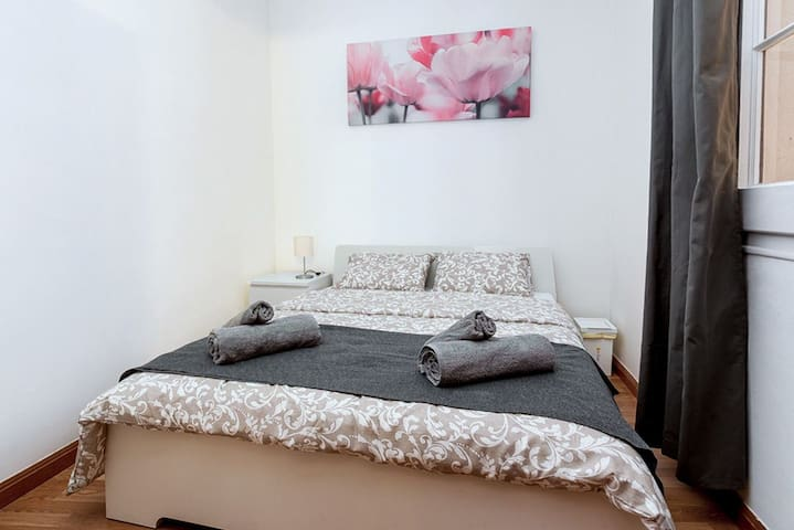 Room for 2 people near Plaza Cataluña