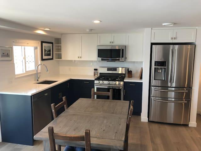 Full-sized kitchen - brand new!