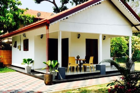 Happy Cabanas - Negombo - Bed & Breakfast