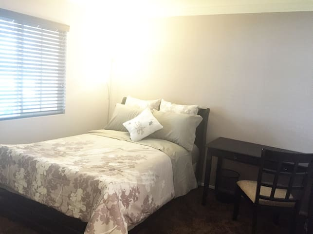 Eastvale - 1 bed/1 bath Room For Rent (Woman Only)