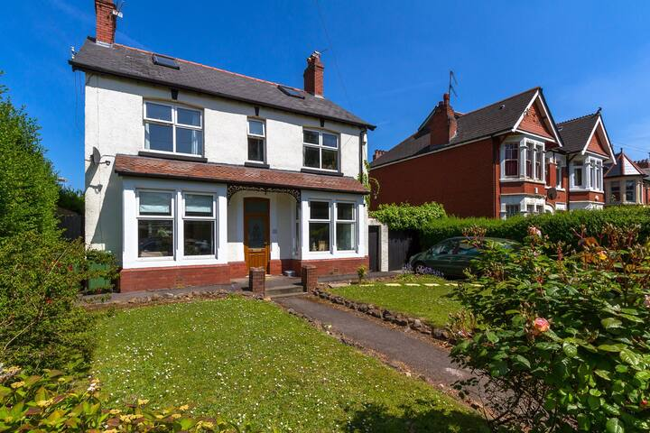 Family home in North Cardiff-easy access to city .