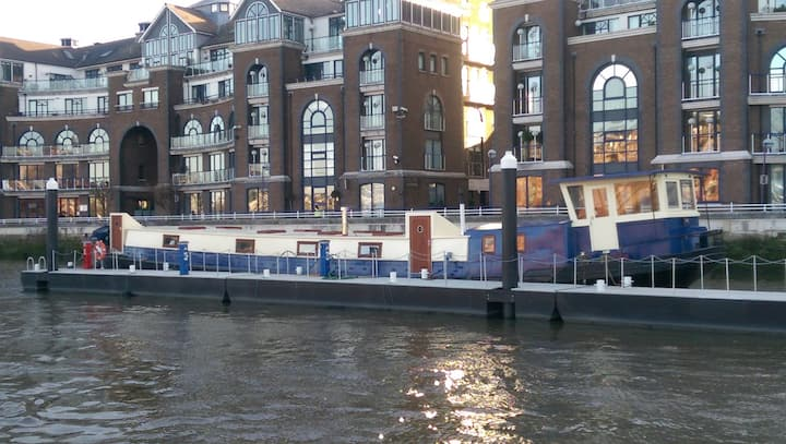 Dutch Barge self contained double bed apartment