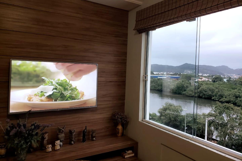 Sala com vista para o rio