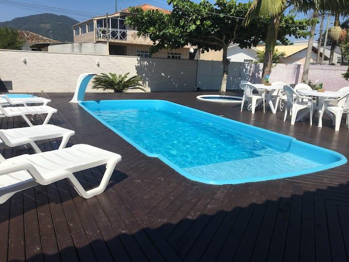 Casa ampla com duas piscinas  Grande Florianópolis