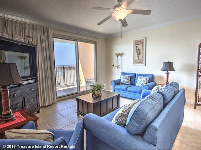 Pet Friendly, Ground Floor Two Bedroom Condo - Treasure Island #110