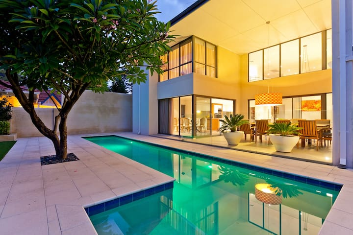 New 4 bed modern masterpiece in Perth with pool