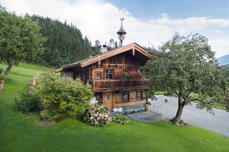 Alpen-Chalet-Pankraz, gediegenes Wohlfühlhaus - Fügenberg