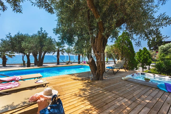 Incredible Seafront Villa with Pool & Jacuzzi