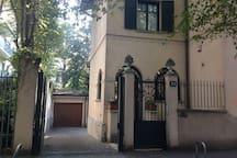 Suite Home Milano FIERA - main entrance of the villa