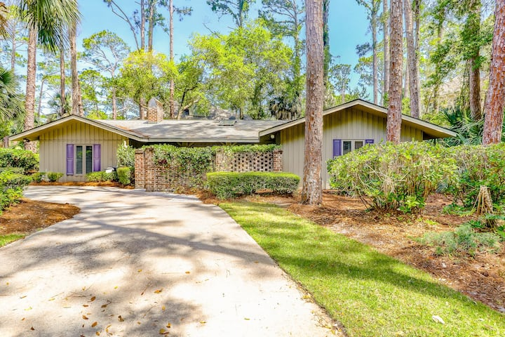 Classic ranch-style with a private pool/spa, near the beach!
