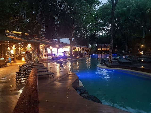 Evening by the pool, restaurant and bar!