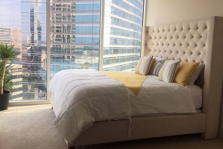 Amazing master bedroom with king size bed and breathtaking views during the day and night.