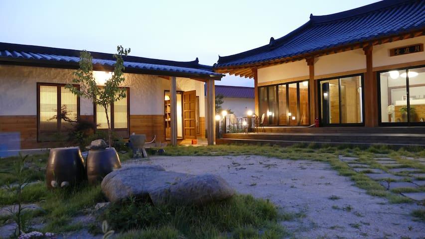 Hayang-eup, Gyeongsan의 한옥 독채 : 달이 머무는 곳 '월류당'