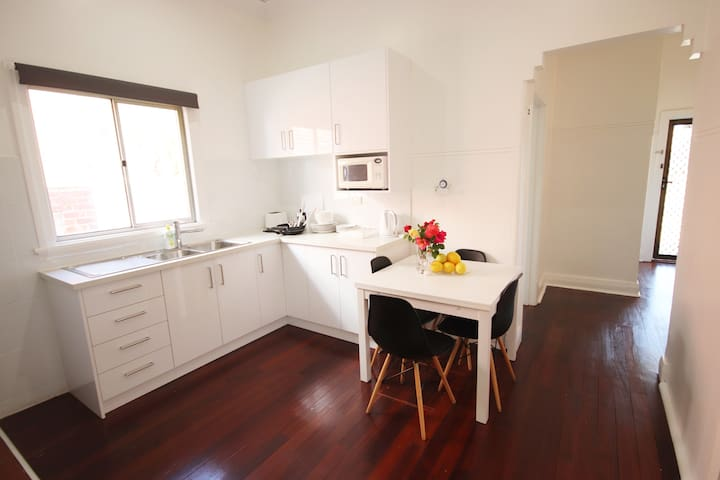 Renovated Cosy Cottage in South Perth