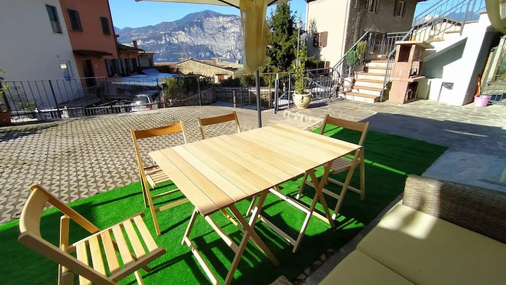 LAKEVIEW patio apartment for 2-6persons @Garda_dom
