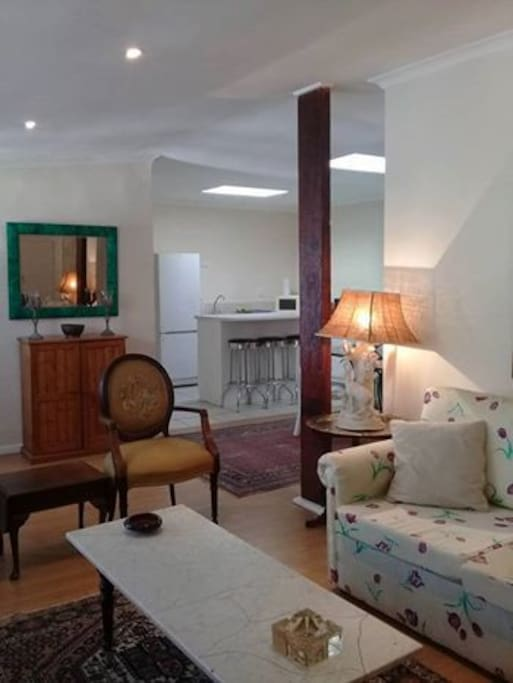 Zoe's Cottage - Open plan living area