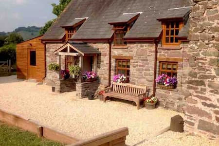 Chocolate Box Cottage in heart of Brecon Beacons