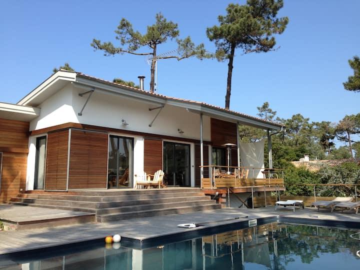 Villa avec piscine à pied du bassin, océan, marché