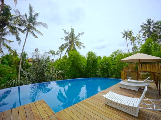 1BR Premium Room 6 w/ JUNGLE VIEW in Ubud CENTER