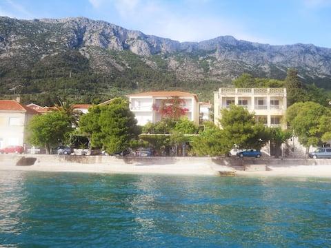 Villa-apartments Stipic sea-beach studios 2+1 pers