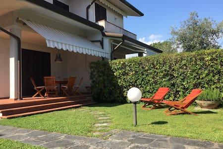 Villa a Marina di Pietrasanta, Tonfano - Marina di Pietrasanta