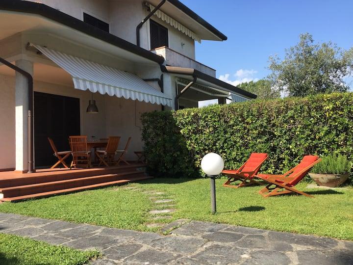 Villa Dea a Marina di Pietrasanta, Tonfano