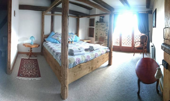Sharples Guest House double room with balcony