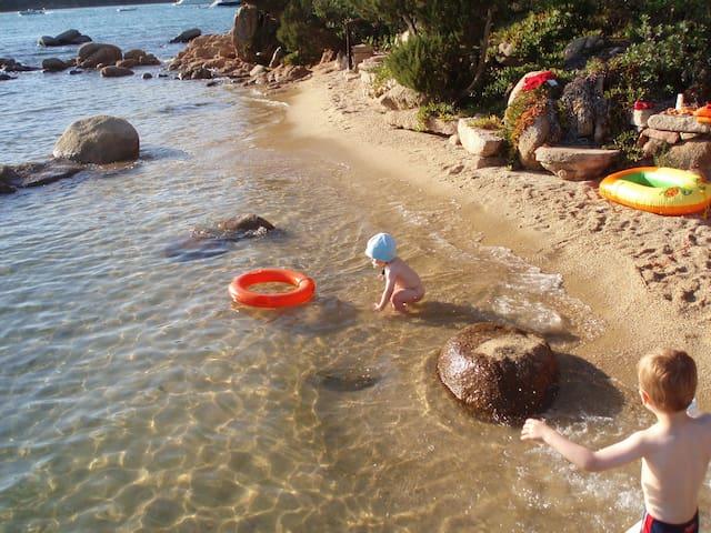les pieds dans l'eau - Capriccioli - Casa