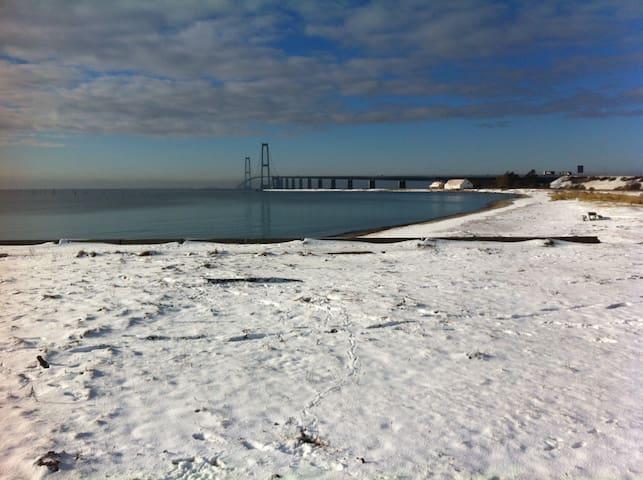 Parcelhus ved strand, bro og fantastisk golfbane. - Korsør - House