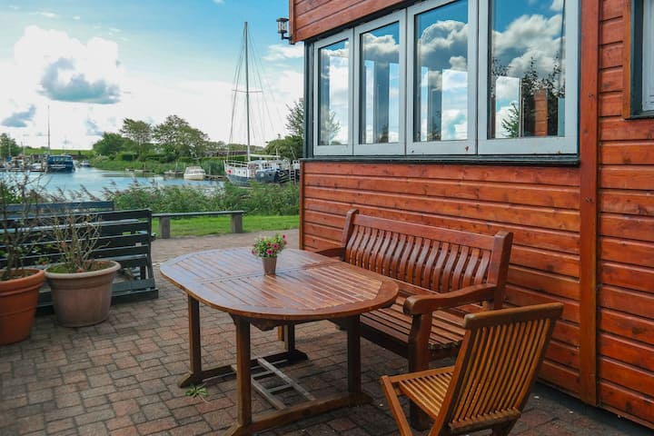 8 pers. Holiday home 'Theis' with sailor bar