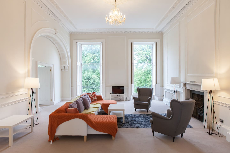 Grand and Spacious Lounge