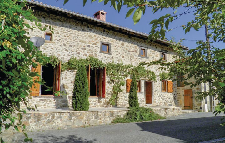 Beautiful home in Massignac with WiFi and 2 Bedrooms