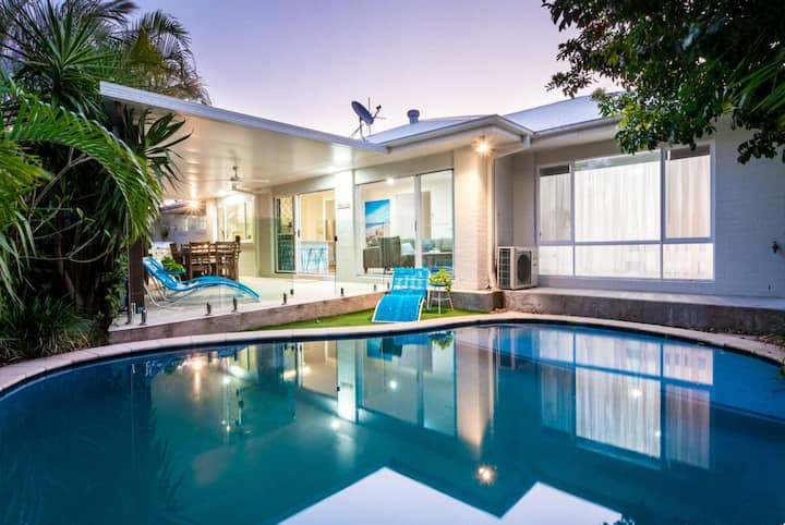 Broadbeach Waters Home With Private Pool