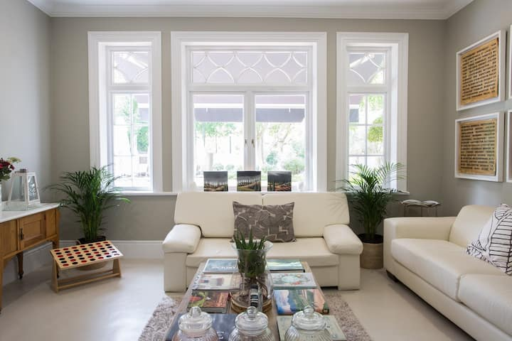 ⭐ Light & Airy Room in 1904 Heritage House