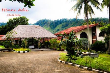 Henni Adli Riverside Private Villa